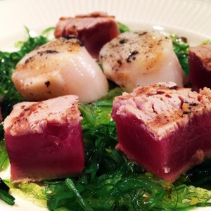 Spicy grilled tuna and vanilla coquille
